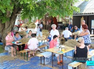 Održana radionica pletenja simbola dužijance od slame